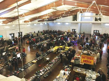 Is There Food At The Kane County Flea Market